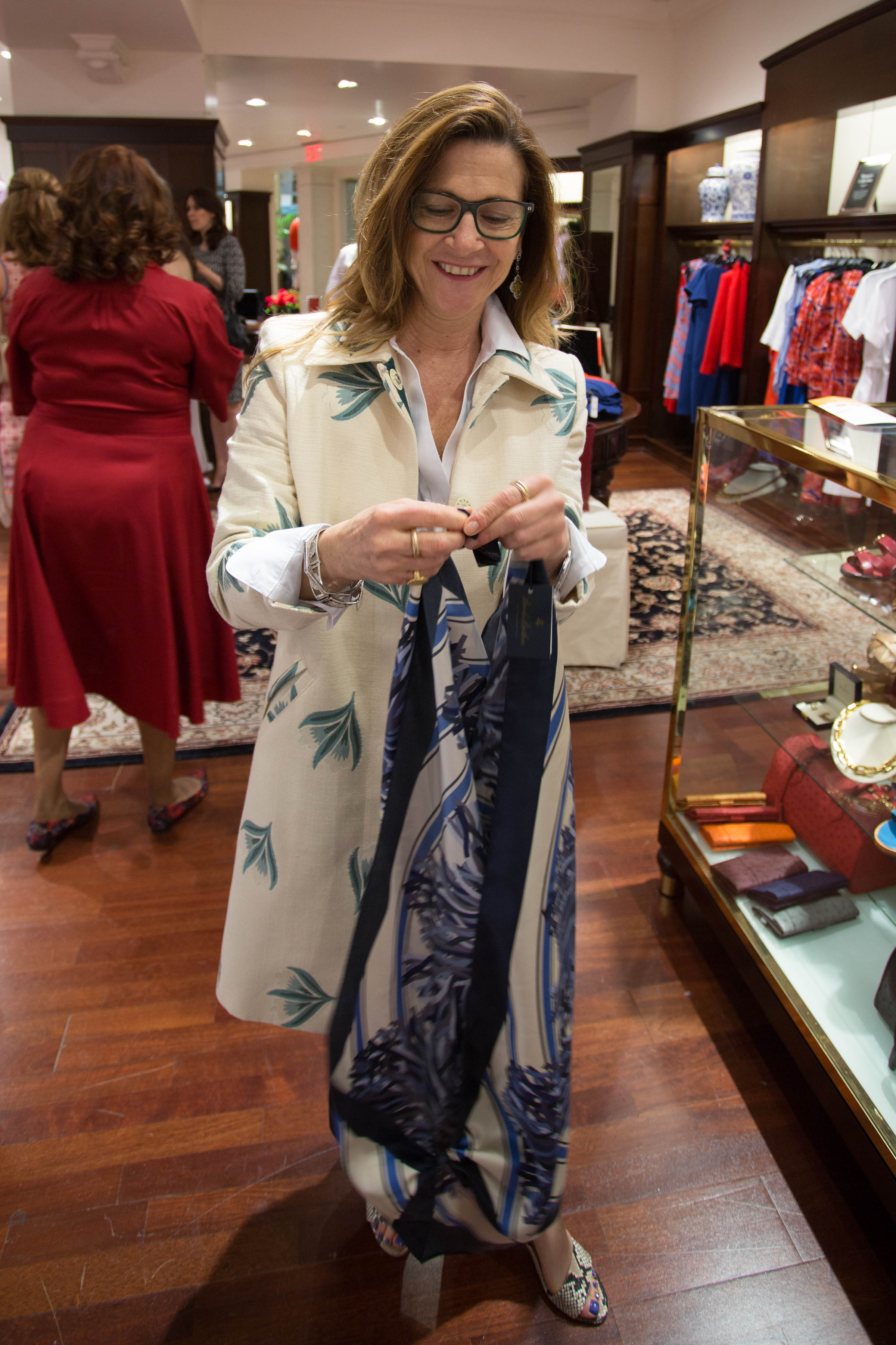 *Stacy Wallace-Albert Giving Styling Tips with Scarf
