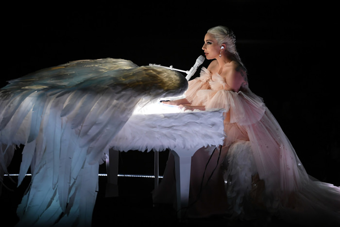 Lady-Gaga-Grammys-2018-Red-Carpet-Fashion-Armani-Prive-Tom-Lorenzo-Site-16